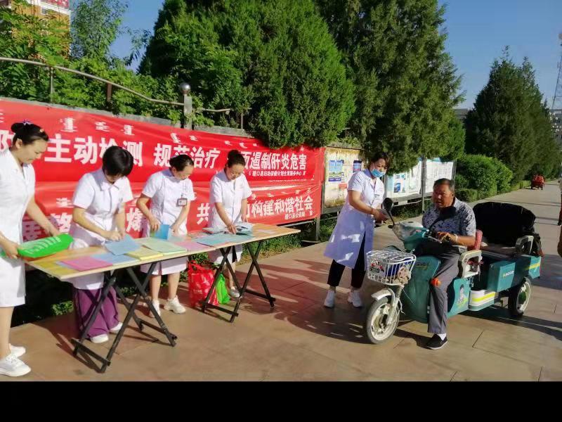 0728磴口县疾控中心开展世界肝炎日宣传活动2.jpg