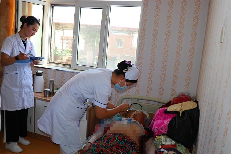 0828磴口县人民医院党支部前往磴口县康恩养老院开展义诊送温暖活动.jpg
